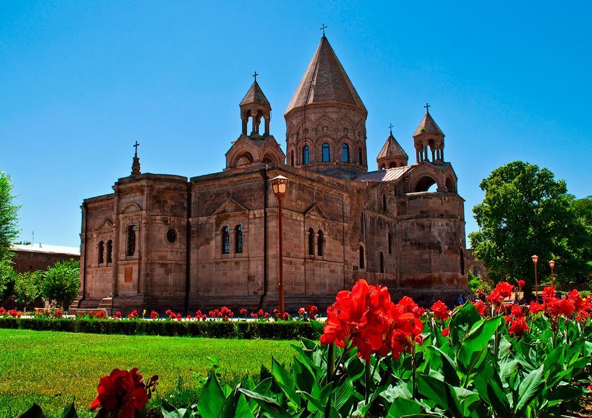 MUST-GO places in ARMENIA🇦🇲🗻1. Start your tour from Echmiadzin- the holy capital of all Armenians. Here you can witness many relics of the Christian world such as the Holy Spear, a small piece from Jesus Christ's cross, a piece from Noah's ark and many other relics.